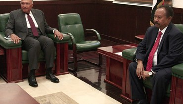 """شكري وصل إلى الخرطوم: مصر تريد """"تأسيس مرحلة جديدة من التعاون"""" مع السودان"""
