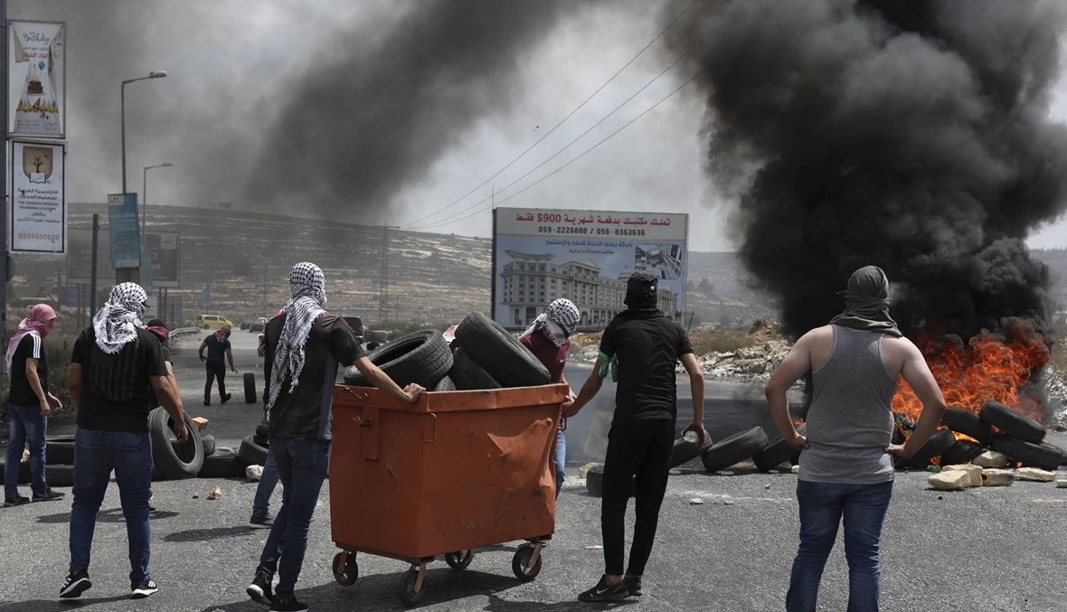 """فلسطينيّون تظاهروا في الضفّة: نتنياهو """"مسؤول"""" عن وفاة الأسير بسام السايح"""
