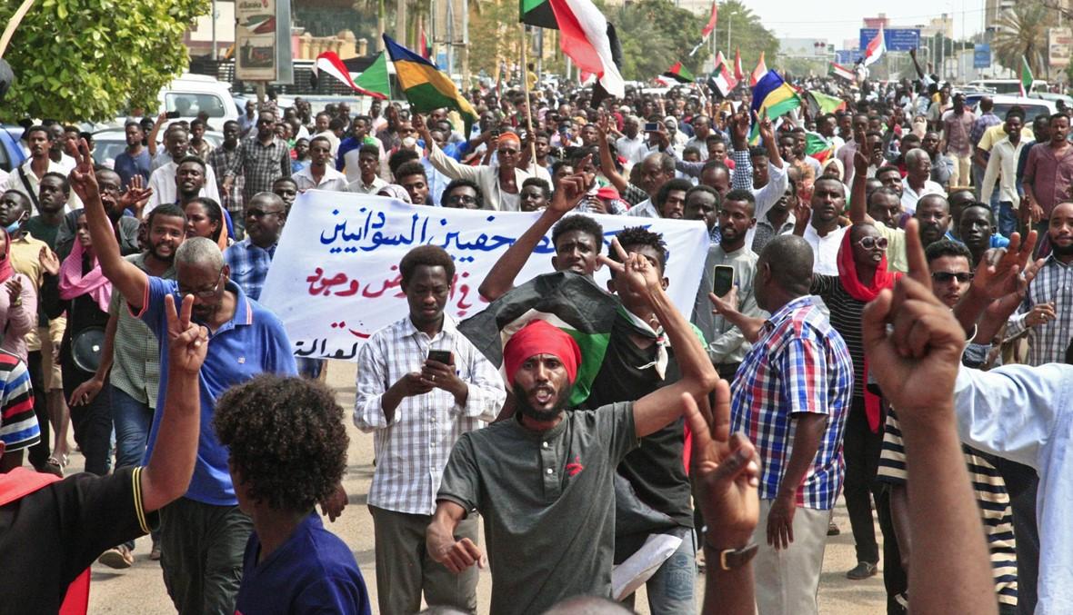 """السودان: مئات تظاهروا قرب القصر الجمهوري... """"التحقيق في مقتل محتجّين"""""""