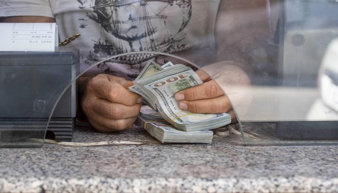 شحّ الدولار يخيف اللبنانيين... وقطاعات اقتصادية تصرخ