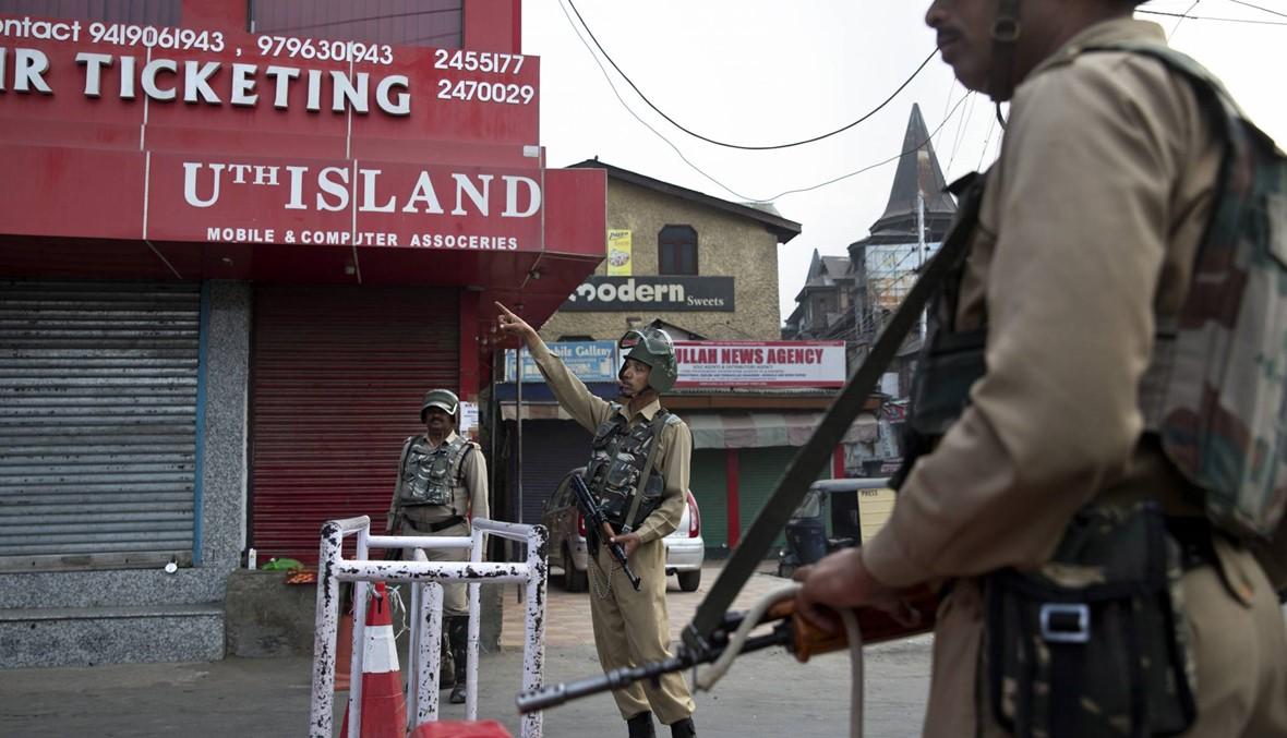 """الشرطة الهندية تشدّد القيود في كشمير... تحذير من """"حمّام دمّ"""""""