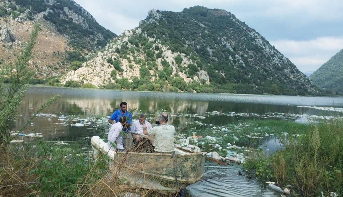 إنزال زورقين في بحيرات عيون السمك لأغراض بيئية