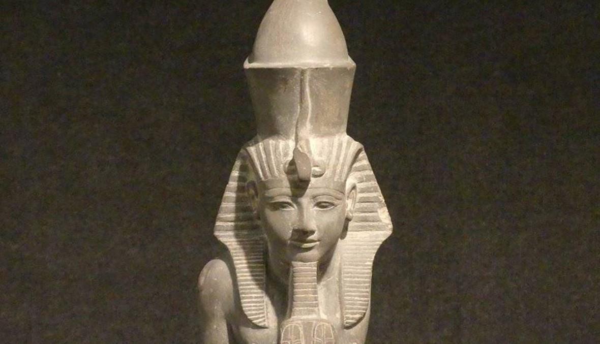 تمثال رمسيس السادس مع آمون في متحف الأقصر (صور)