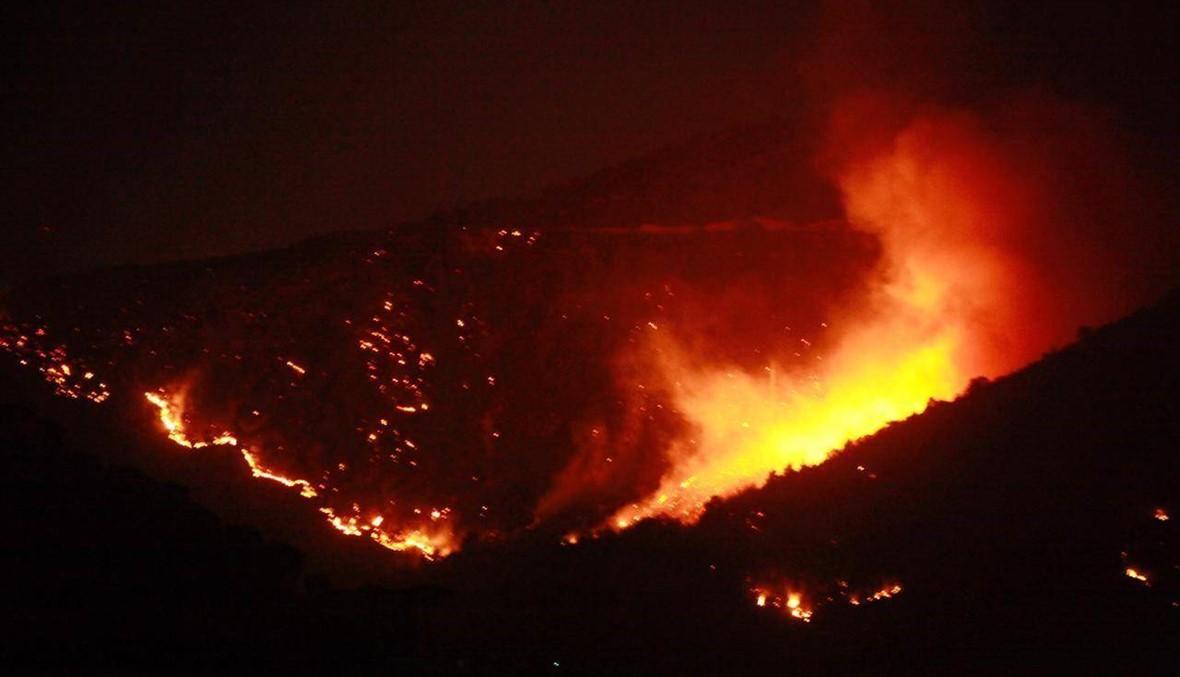 الحرائق تجتاح اقليم الخروب وتلال المشرف... النيران اقتربت من المنازل والاهالي يطلبون المساعدة (فيديو وصور)