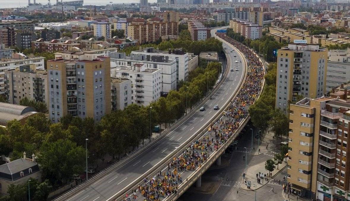 إسبانيا: مسيرة ضخمة مؤيدة للاستقلال في برشلونة... هتافات وصدامات مع الشرطة