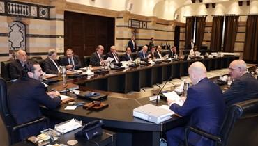 جلسة لمجلس الوزراء غدا تثني الحريري عن الاستقالة؟