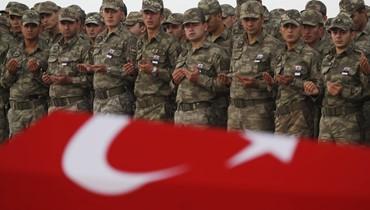 المقاتلون الأكراد نفّذوا انسحاباً من رأس العين على الحدود مع تركيا