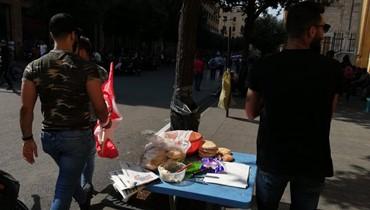 """""""عرنوس الذرة"""" و""""كعكة بالجبنة"""" لقمة اللبناني في وسط بيروت (صور وفيديو)"""