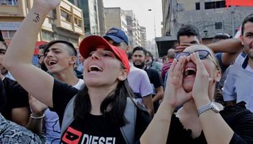 """طرابلس من """"قندهار"""" لبنان إلى """"عروس الثورة"""" مسرح الانتفاضة يصدح بالأغاني والرقص والأناشيد"""