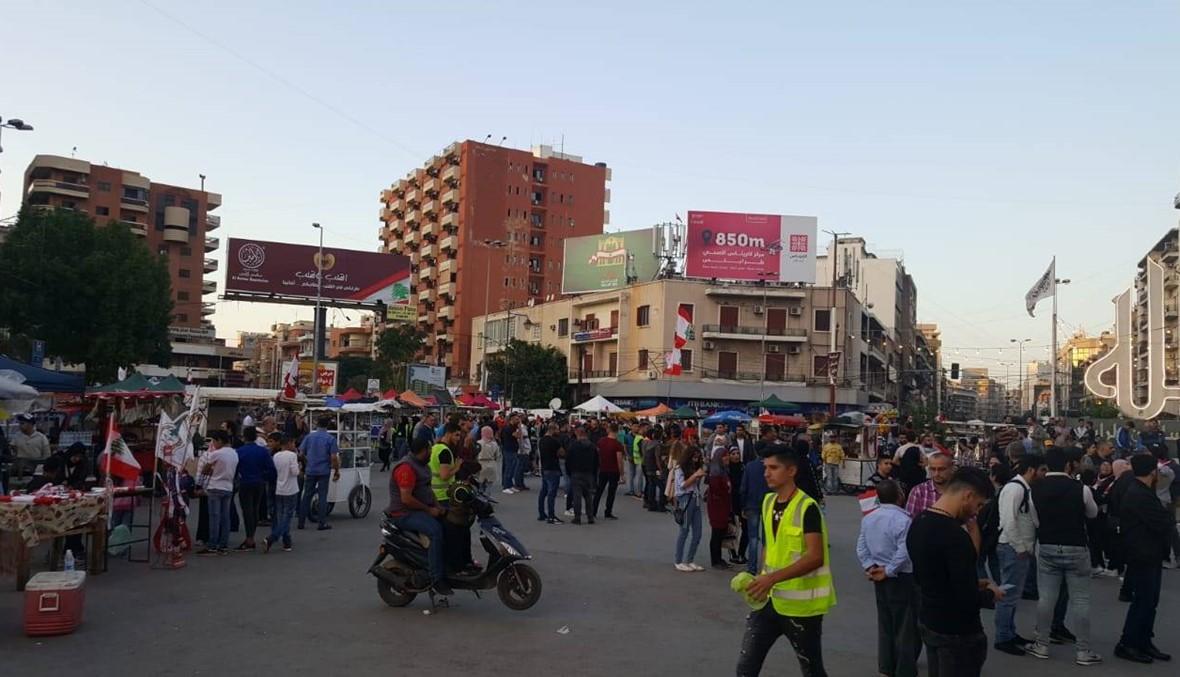 """""""الثورة بعدا مبلشة""""... ساحة النور في طرابلس جمعت لبنان الليلة (صور وفيديو)"""