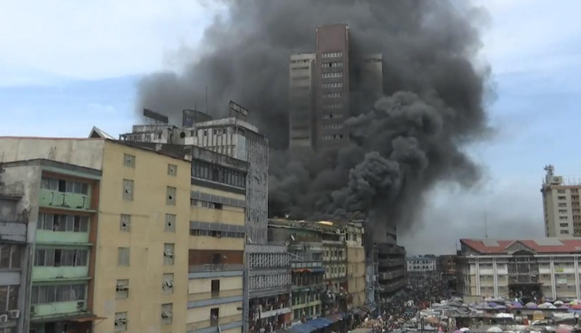 بالفيديو- حريق ضخم في الحيّ التجاريّ المركزيّ في نيجيريا