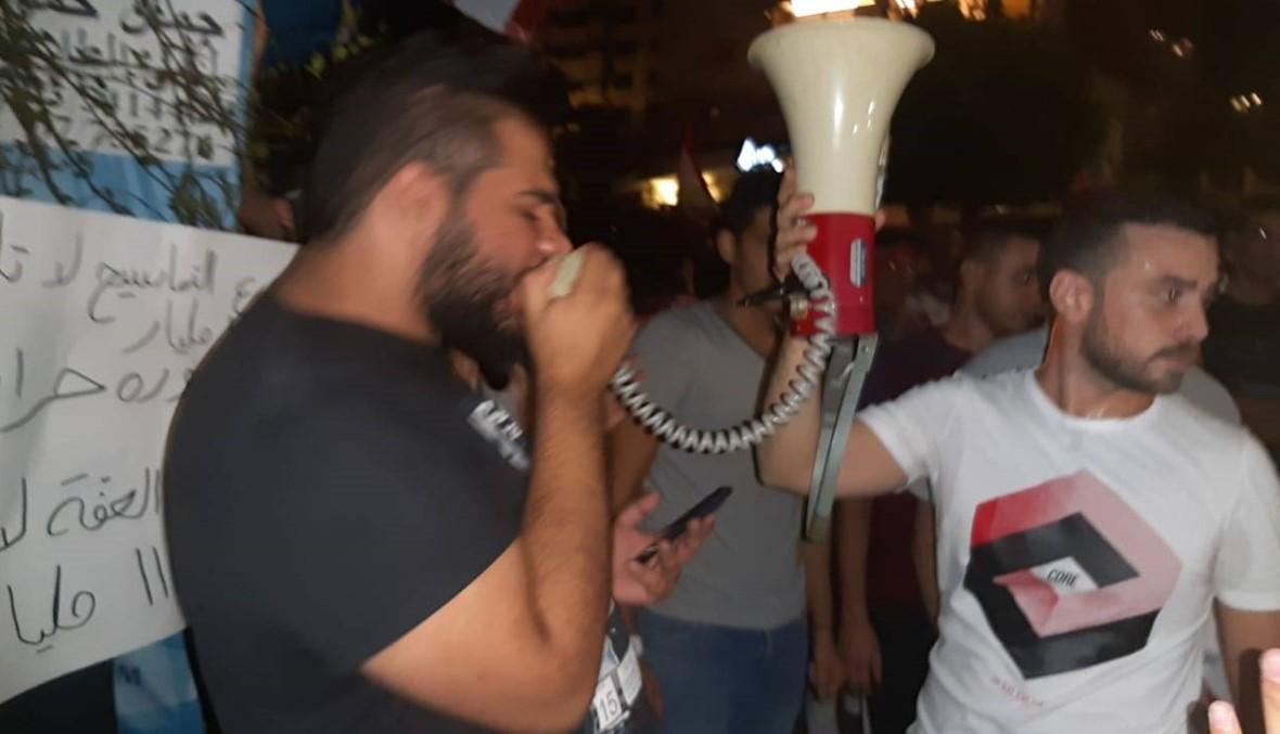 وقفة احتجاجيّة أمام مكتب الرئيس السنيورة في صيدا