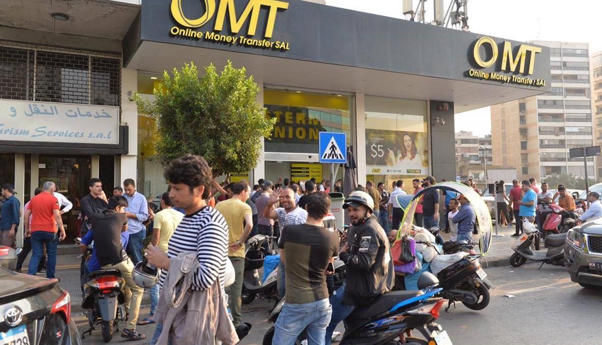 زحمة أمام أحد محال الـ OMT... عمّال أجانب يُحوّلون النقود إلى بلادهم (صور - فيديو)