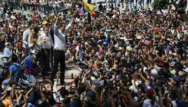 غوايدو يحشد آلاف المتظاهرين ضدّ مادورو... للإفادة من أحداث بوليفيا