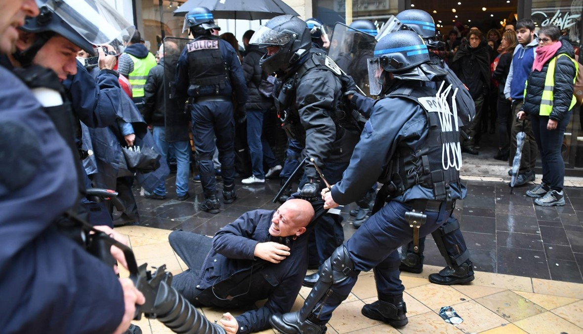"""فرنسا: أوّل محاكمة لشرطي بتهمة العنف ضدّ متظاهري """"السترات الصفر"""" في باريس"""