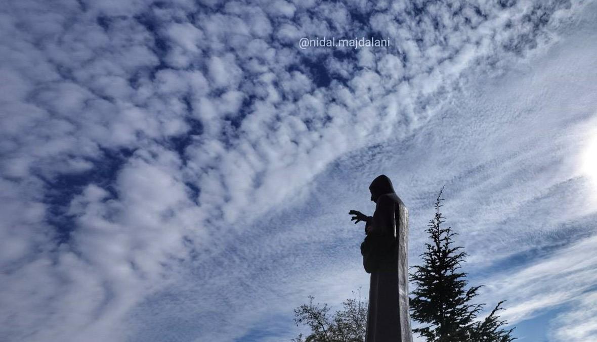 """سماء عنايا في يوم الاستقلال... """"يا مار شربل صلّي عنّا"""" (صور)"""