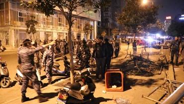 """صباح الاثنين: رسائل ترهيب ليلية والثورة تواجه التخوين... هل يستفقد """"حزب الله"""" رفيق الحريري؟"""