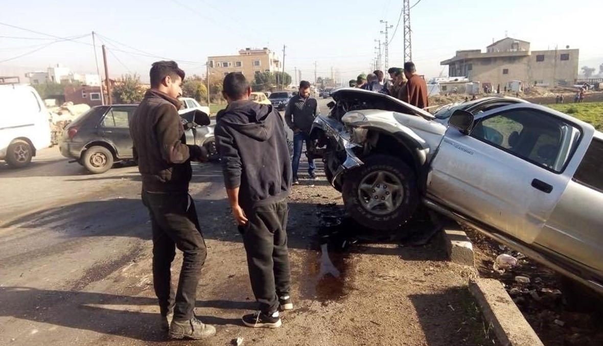 """إصابة 8 أشخاص في حادث سير بين سيارة و""""بيك أب"""" على طريق عام رياق"""