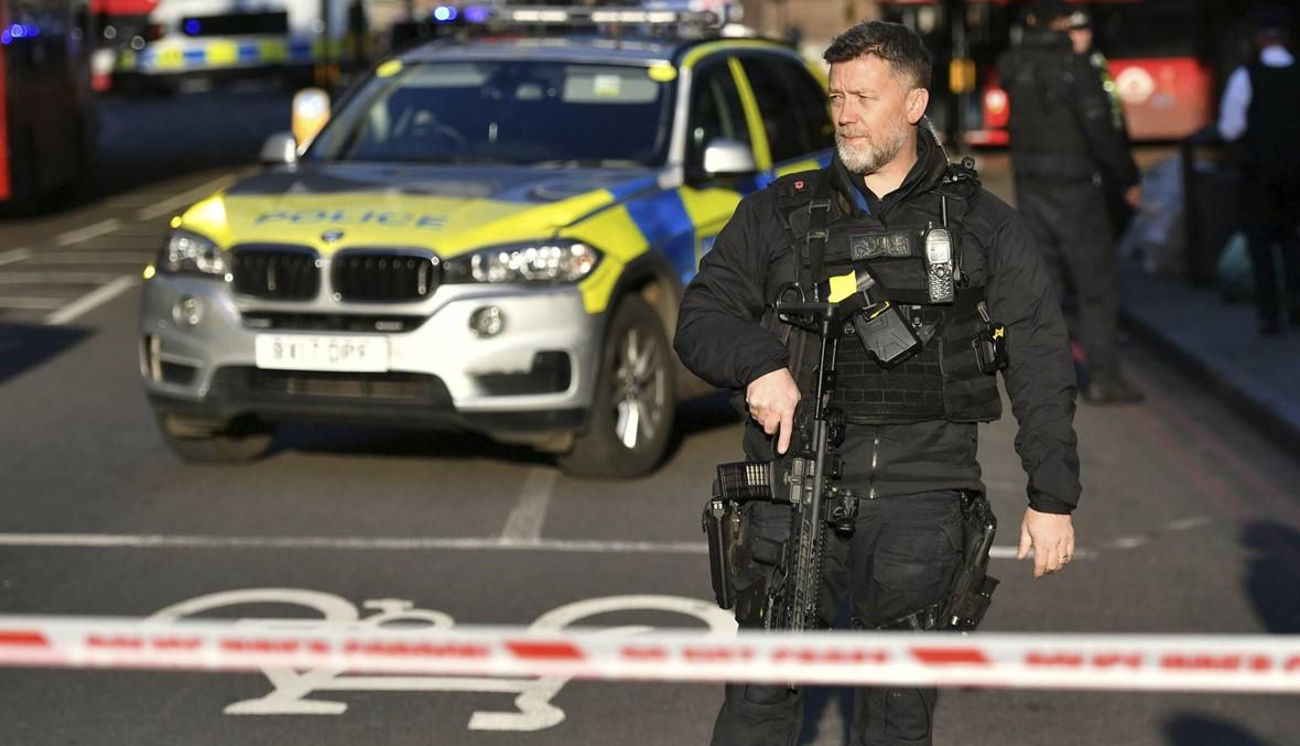 """بريطانيا: ضحيّتان في عمليّة طعن """"إرهابيّة"""" قرب جسر لندن... الشرطة قتلت المعتدي (فيديو وصور)"""
