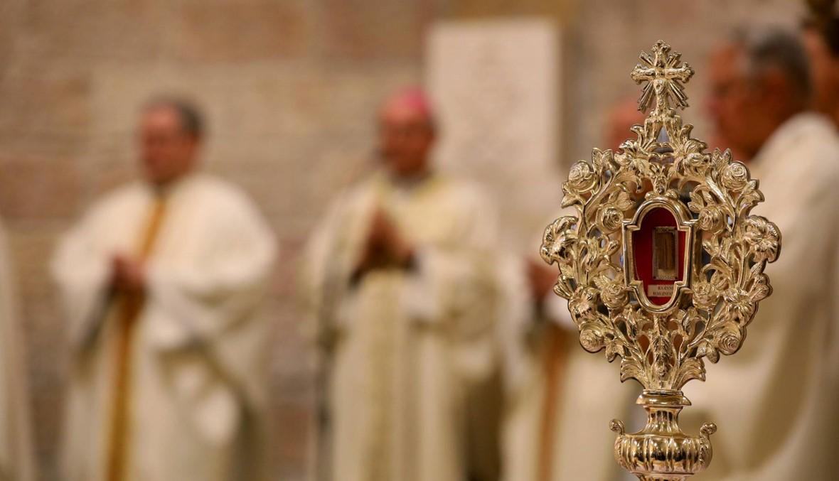 """قطعة صغيرة من """"مذود"""" المسيح وصلت إلى الأراضي المقدسّة... هدية من البابا فرنسيس"""