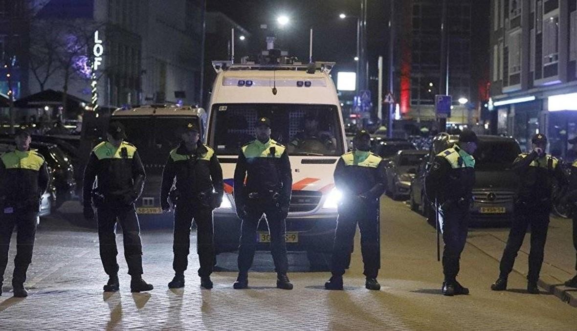 الشرطة الهولندية: إصابة عدة أشخاص في حادث طعن في لاهاي
