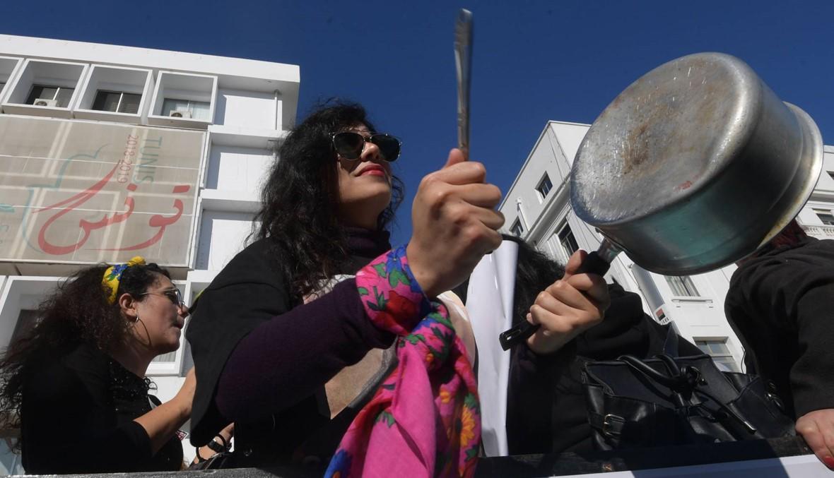 """مئات المتظاهرين في تونس... """"لتنظيفها من كل عنف ضد المرأة"""" (صور)"""