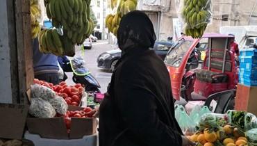"""جولة في الأسواق... الأزمة في وجوه الناس و""""بعضهم يستدين لسد جوعه"""""""