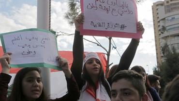 بين الانتحار جوعاً ونحر الدستور... لبنان إلى أين؟