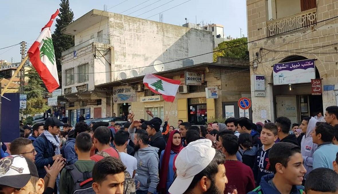 محتجون أقفلوا دوائر عامة في حلبا