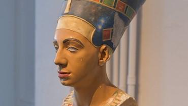 معرض مهدي جورج لحلو في روان الفرنسية... وجهُهُ أم وجه الملكة الفرعونية نفرتيتي؟!