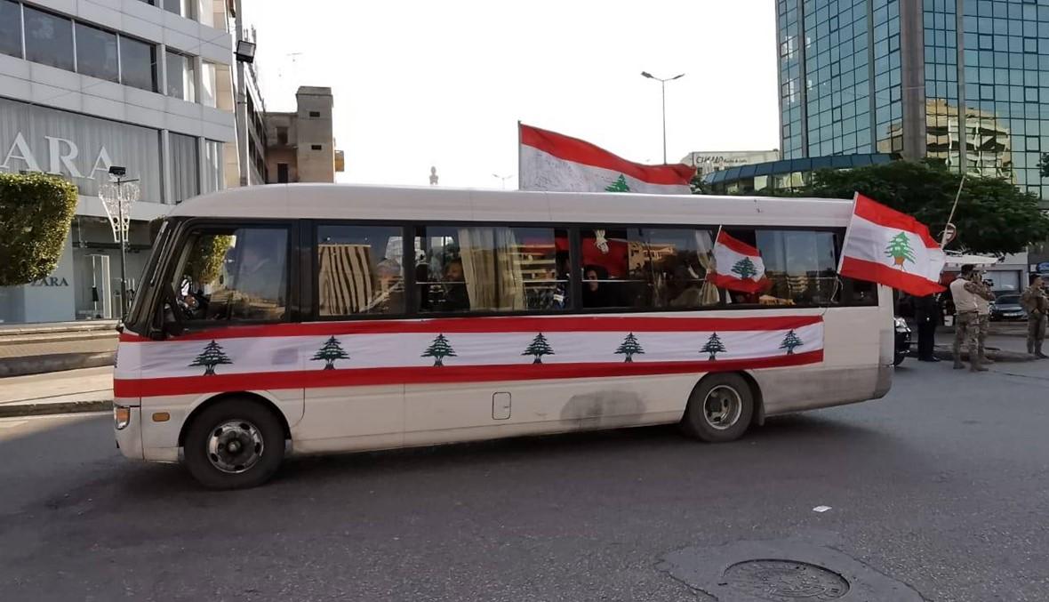 """""""قافلة الثورة"""" توقفت في صيدا لبعض الوقت وتحرك باتجاه مقر اتحاد نقابات العمال والمستخدمين (صور - فيديو)"""