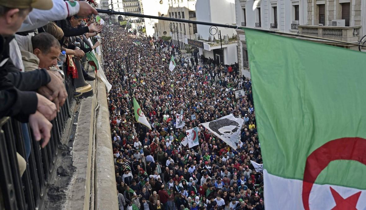 """وصفوا بـ""""الخونة""""... جزائريون يصوّتون في فرنسا في ظلّ توتّر بمدنٍ عدّة"""