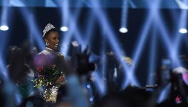 """جنوب أفريقيا تحصد لقب ملكة جمال الكون: """"ترعرعتُ في عالم لا يعتبر النساء مثلي جميلات"""" (فيديو)"""