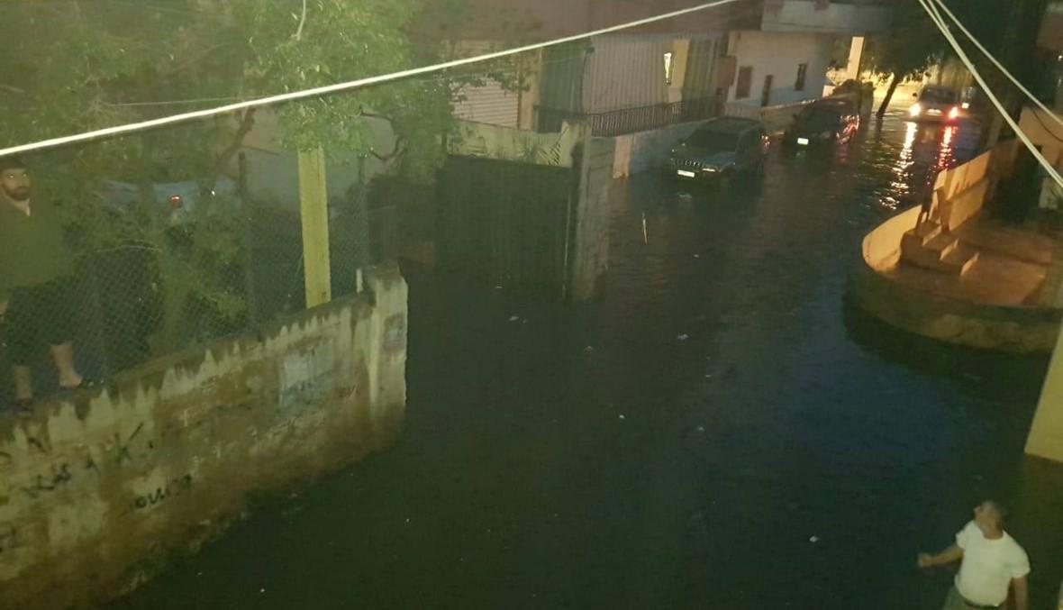 """مأساة إنسانية... الأمطار """"اجتاحت"""" المنازل في الأوزاعي واختلطت بـ""""المجارير""""!"""