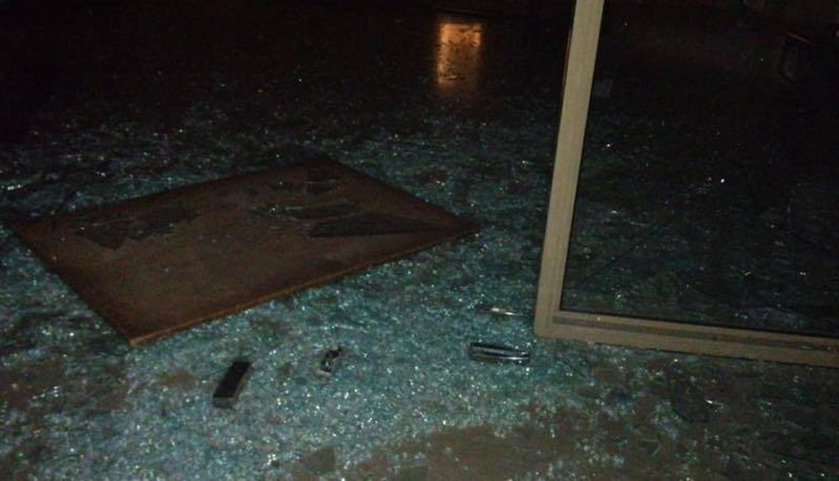 غضب في الميناء: اقتحام مبنى البلدية، قطع طرق ورشق الجيش بالحجارة (صور وفيديو)