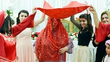 لماذا تدور العروس في هذه الدولة حول مصباح مشتعل 3 مرات؟