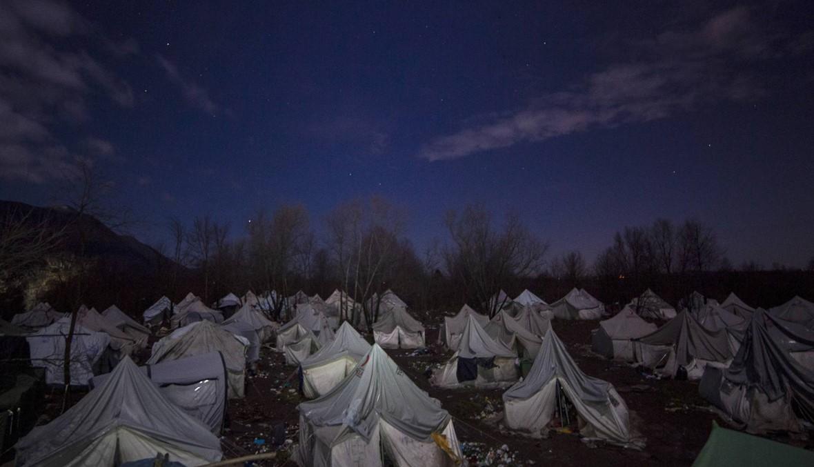 """البوسنة تغلق """"أسوأ"""" مخيم للمهاجرين في أوروبا: الصليب الأحمر والبلدية سيزيلان الخيم"""