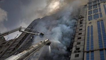 مصرية تلقي بأطفالها الثلاثة من الطبقة الرابعة لإنقاذهم من الموت حرقاً