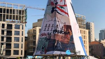 """""""شجرة الميلاد للثورة"""" في بيروت... مبادرة تبعث رسائل سياسية واجتماعية (صور - فيديو)"""