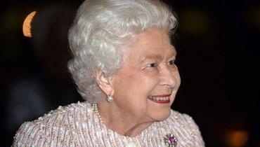 ما الهديّة الميلاديّة التي تقدّمها الملكة إلى موظفيها؟