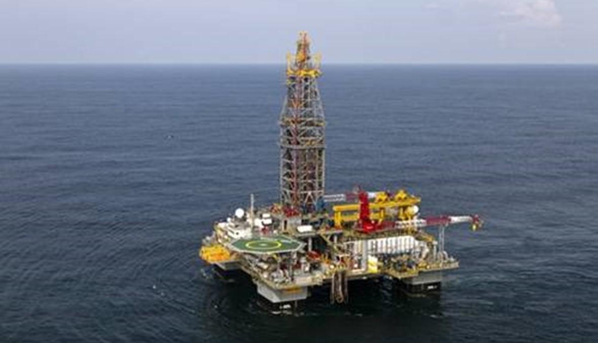 أسعار النفط ترتفع في تعاملات هادئة في ظل تخفيضات الإنتاج