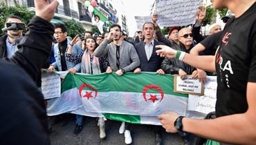 """الجزائر: طلاب تظاهروا برغم وفاة الفريق قايد صالح... """"دولة مدنية لا عسكرية"""""""