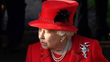 الملكة إليزابيث تحضر قداس الميلاد من دون زوجها (صور)