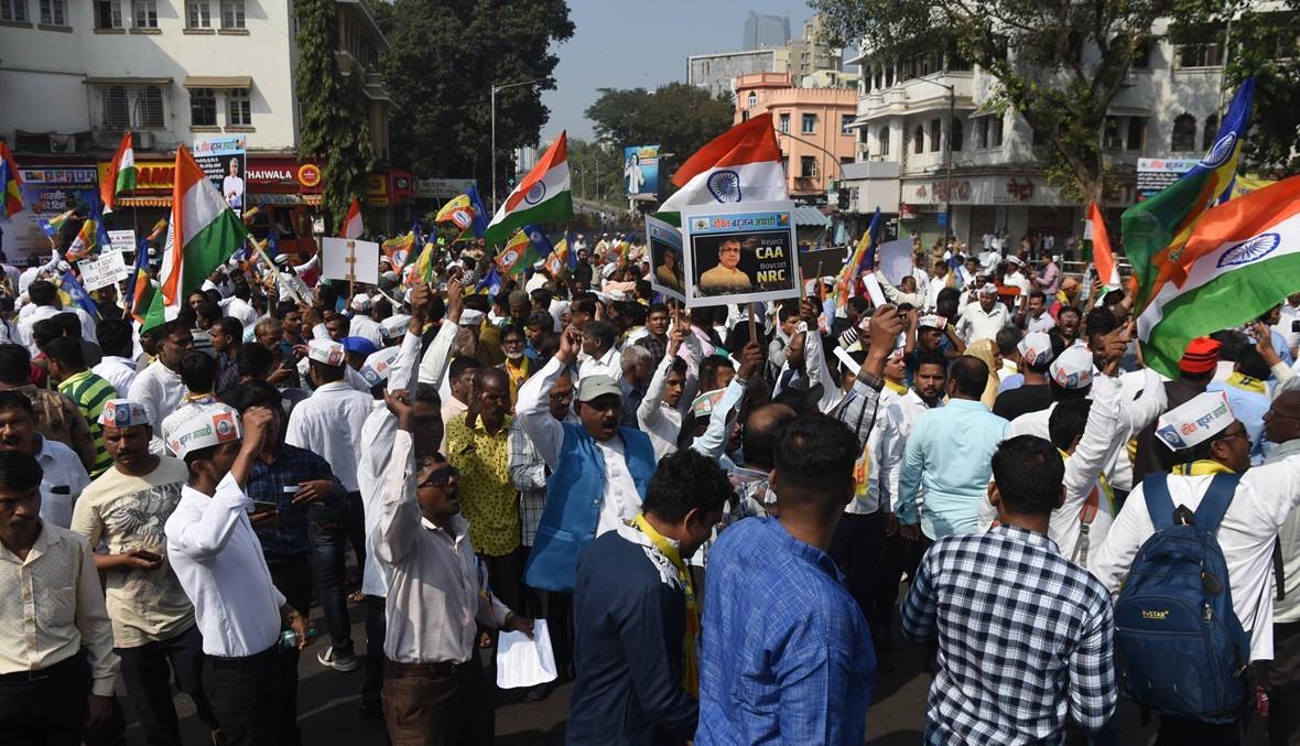 احتجاجات جديدة في الهند رفضاً لقانون الجنسيّة: متشدّدون تظاهروا بالهراوات دعماً للحكومة