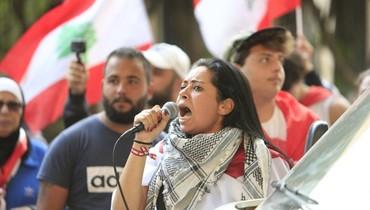 وجوه مميزة في انتفاضة صيدا... المتمرّسة هدى حافظ من صنّاع الساحة