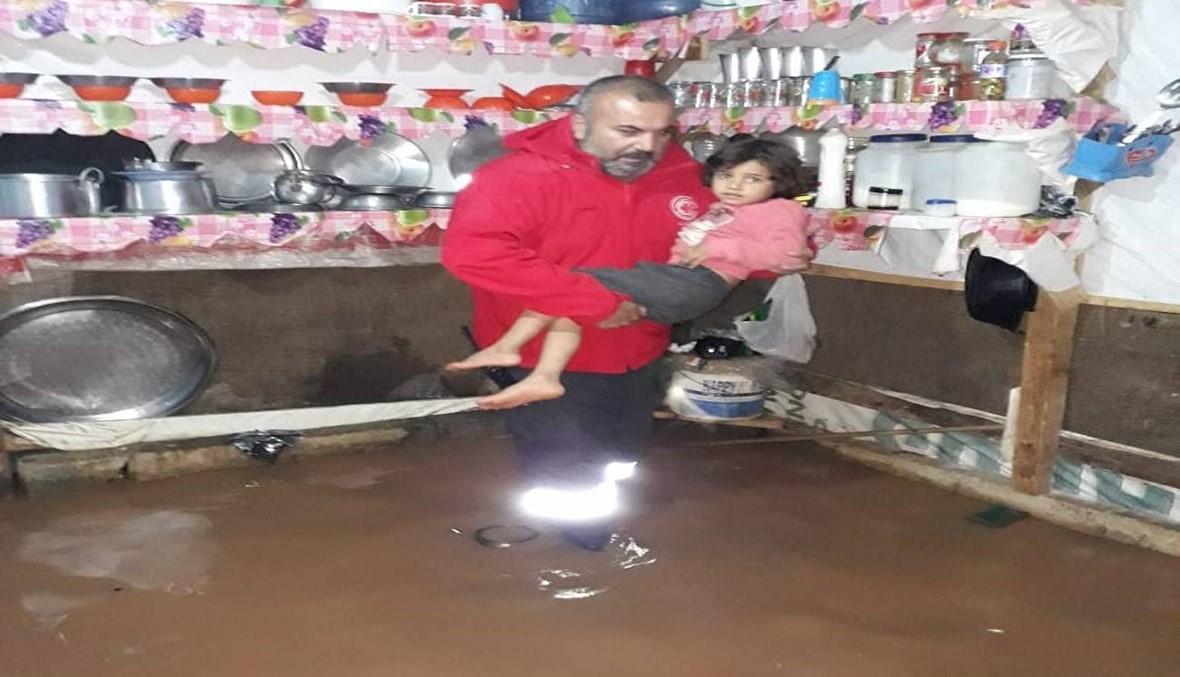 صاعقة تضرب منزلاً في عكار والصليب الأحمر يجلي نازحين جرّاء ارتفاع المياه (صور)