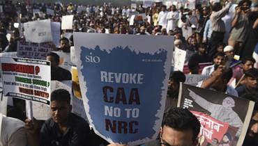 الاحتجاجات على قانون الجنسيّة تواصلت في الهند: قيود على الإنترنت ودوريّات للشرطة