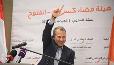 """صورة لزين العمر وجبران باسيل: """"عم نشكّل الحكومة بالطيّارة"""""""