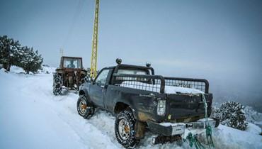 """منخفض جوي جديد بعد """"لولو"""" الثلوج غطّت الجبال وقطعت الطرق"""