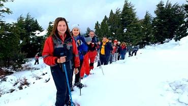 دورة تدريب دليل جبلي على الثلج في غابة كرم شباط
